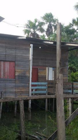 Vendo casa de madeira aceito proposta
