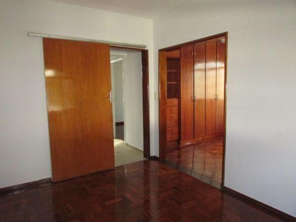Casa  com 4 quartos - Bairro Jardim América em Goiânia - Foto 13