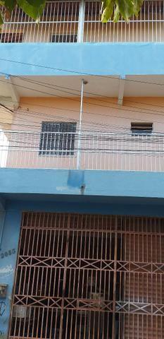 Vendo prédio de 3 pavimentos, c/8 kitinetes + ponto comercial, no Quintino Cunha - Foto 3