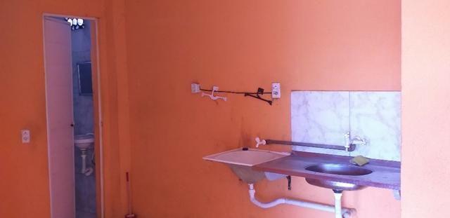 Vendo prédio de 3 pavimentos, c/8 kitinetes + ponto comercial, no Quintino Cunha - Foto 7