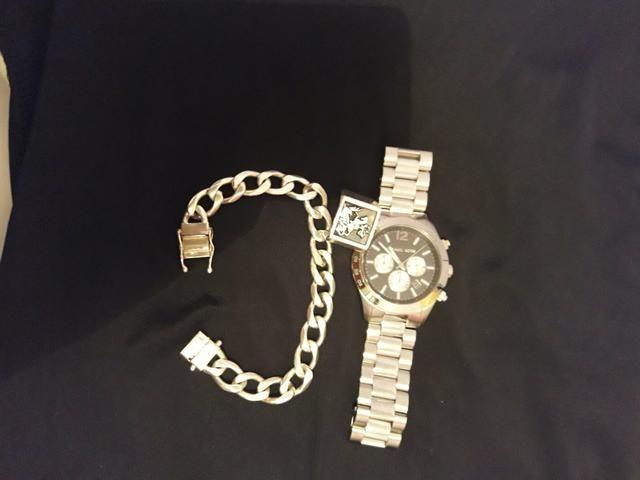 Vendo um kit de relógio e pulseira e mais anel - Bijouterias ... c2dc28a17e
