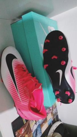 4531465d632b2 Chuteira Nike mercurial Rosa, de campo, ORIGINAL tamanho 40 - Foto 3