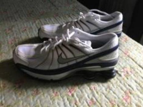 Tênis Nike Shox com pouco uso e em excelente estado. Tamanho 41 969ea6774d164