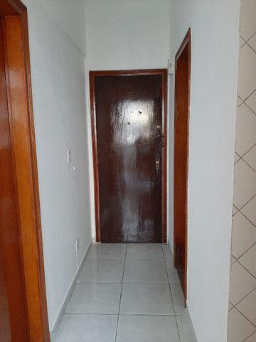Apartamento lindo no centro aceito deposito de 1 mes direto com o proprietario  - Foto 4