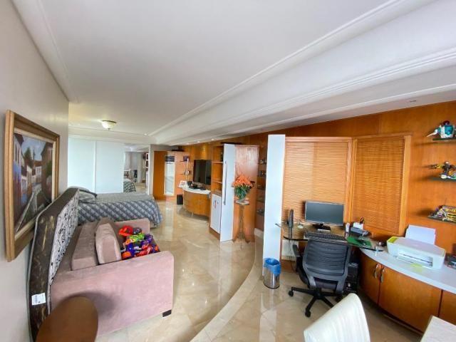 Cobertura espetacular com 495 m² privativos e 6 vagas de garagem - Foto 14
