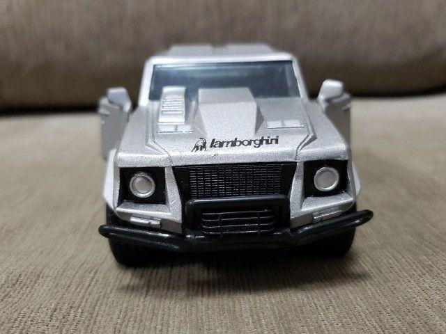 Miniatura Carro de Coleção Lamborghini LM Escala 1/32 - Foto 2