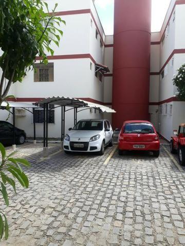 Apartamento em Capim Macio, condomínio Torre do Mar II, lado da sombra