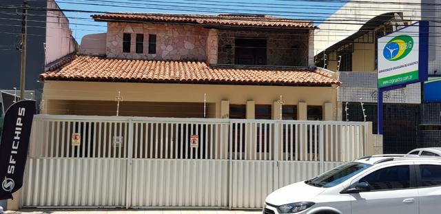 Residência ou Empresa (Av. Edésio Vieira de Melo)