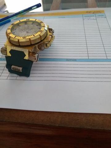 Vendo relógio invicta para retirada de peças porque não encontrei a pulseira - Foto 2