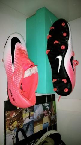 500b850283e35 Chuteira Nike mercurial Rosa, de campo, ORIGINAL tamanho 40 - Foto 2