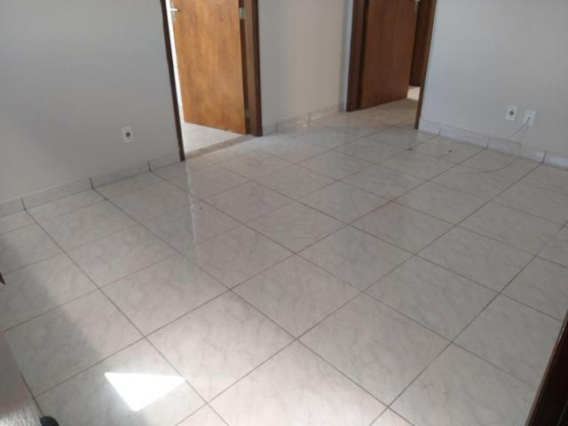 Apartamento com 3 dormitórios para alugar, 0 m² por R$ 700,00/mês - Estados Unidos - Ubera - Foto 2
