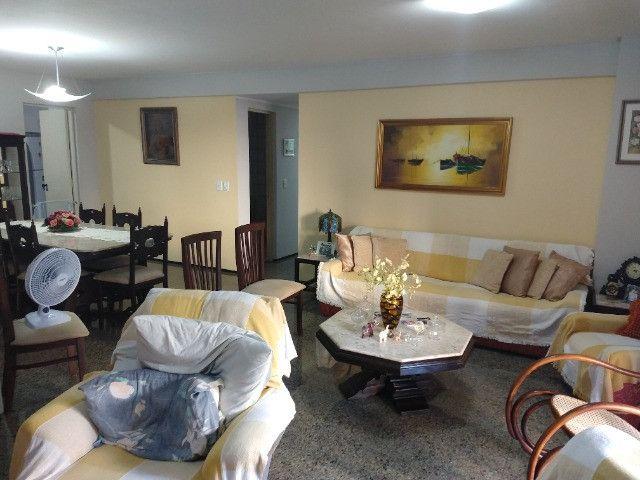 Apartamento Nascente no melhor do Bairro Meireles ao poucos metros da Beira Mar - Foto 2