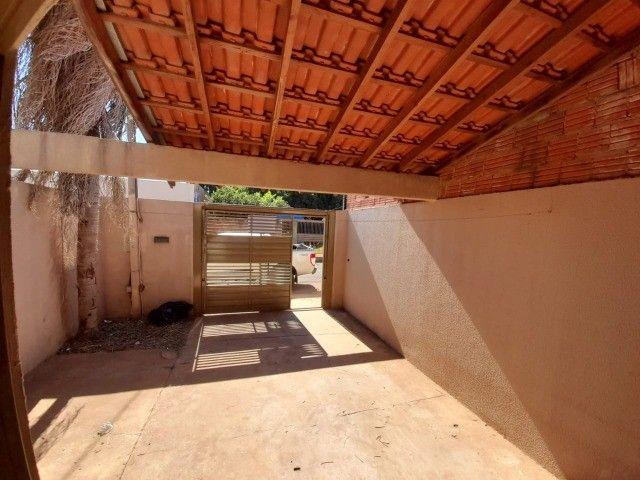 Casa Já financiada. Asfalto, com varanda, 2 quartos e etc. Parcela R$ 570,00. Caiobá - Foto 2