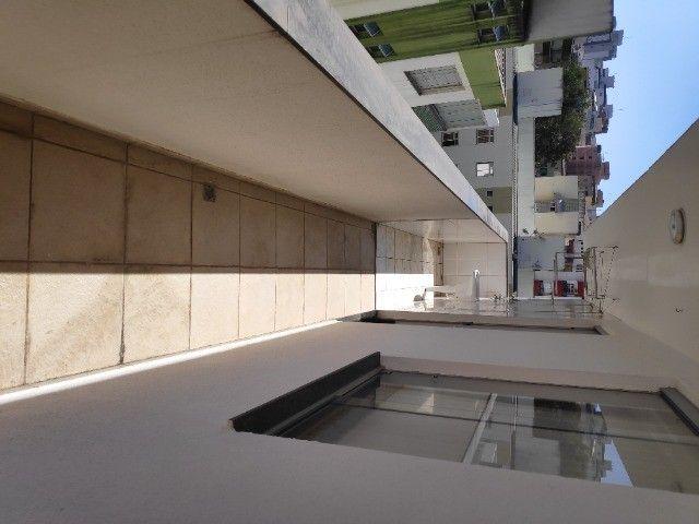 Apto Cobertura, suite e closed 3 quartos 3 banhos 2 salas área externa e 2 vagas cobertas - Foto 12