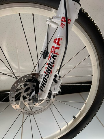 Bicicleta aro 26 fibra de carbono - Foto 2