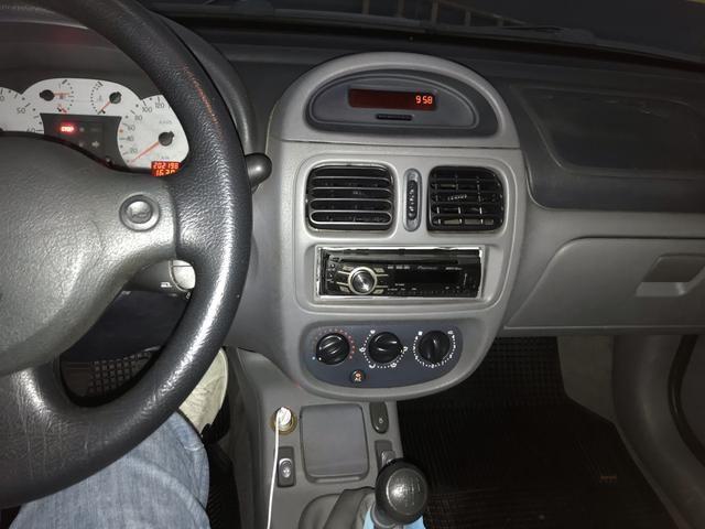 Clio Sedan 1.0 RT 2001 completo - Foto 3