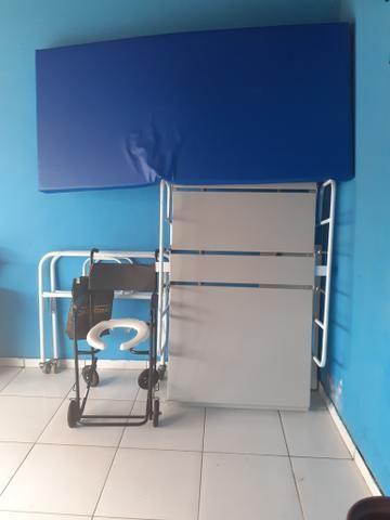 Cama leito manual e cadeira de banho