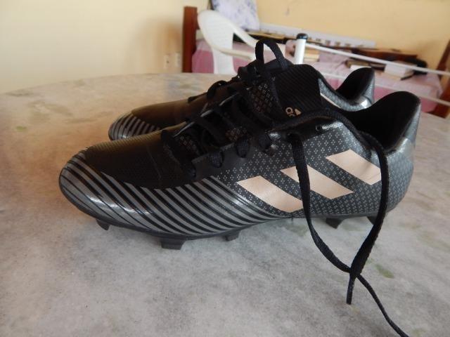 Chuteira Campo Adidas Artilheira 18 FXG (n° 42) - Esportes e ... 822572e813826