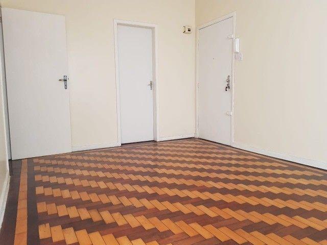 Ap 2 quartos, com churrasqueira, próx. Parcão do Moinhos de Vento  - Foto 2