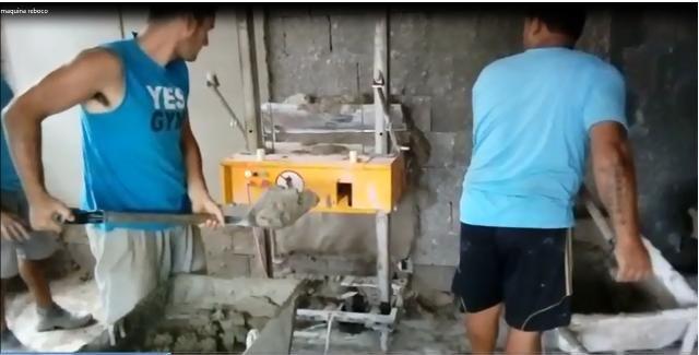 Máquina de rebocar parede automática