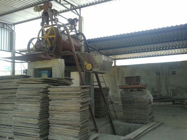 Maquina Hidráulica (Menegotti) para fabricação de blocos, pavis e meio fio