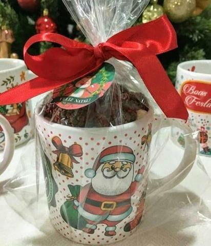 Canecas natalinas recheadas com bombons 19,90 - Foto 2