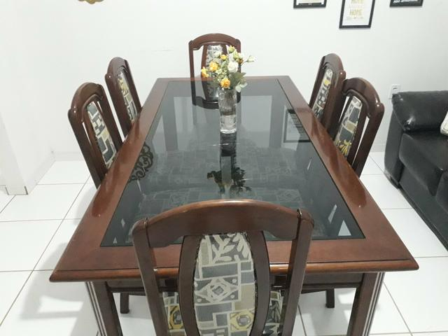 Mesa e cadeiras em madeira maciça