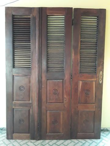 Porta e janela de madeira vai com as caixas também