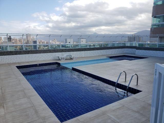 (Thamir) Apartamento 2 dormitórios 150 metros da praia, no bairro da Guilhermina
