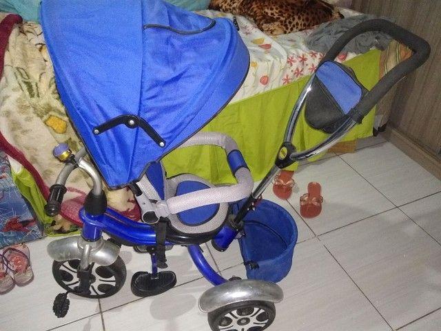 Carrinho de passeio que vira bicicleta triciclo - Foto 4