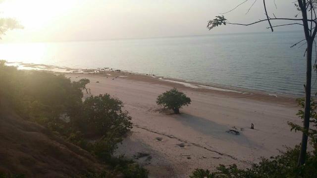 Grande e Belo Terreno na Praia