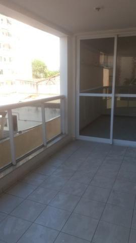 Lindo apartamento de dois quartos, suíte em Jardim Camburi