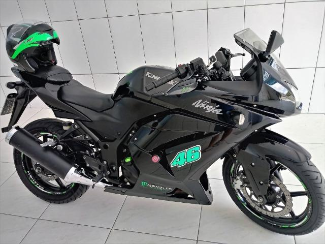 Moto Kawasaki Ninja 2011 250CC preta