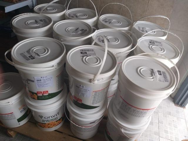 Balde Lacrado de Castanhas de Cajú Inteiras à Vácuo 11,340 kg