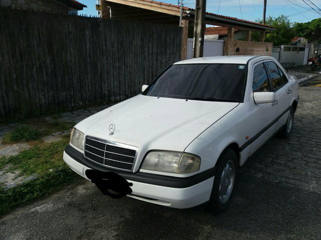Vendo uma Mercedes c180 sedã ano 1996 - Foto 11