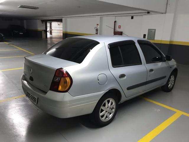 Clio Sedan 1.0 RT 2001 completo - Foto 8