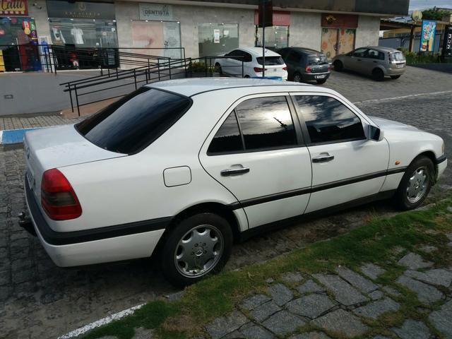 Vendo uma Mercedes c180 sedã ano 1996 - Foto 7