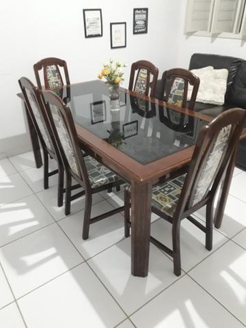 Mesa e cadeiras em madeira maciça - Foto 4