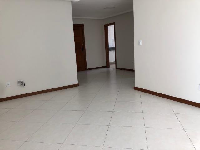 Pelegrine Apart. 105 m², 3 quartos, 1 suíte, 2 vagas, armários, lazer completo, Itaparica - Foto 3