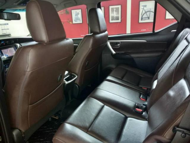 Toyota Hilux SW4 SW4 SRX 2.8 4X4 DIESEL 5 LUGARES 2017 - Foto 6