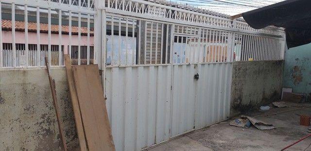 Vendo portão com grande 1.300.00 - Foto 2