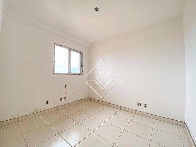 Apartamento com 3 dormitórios à venda, 77 m² por R$ 310.000 - Residencial Yes Garden - Rio - Foto 2