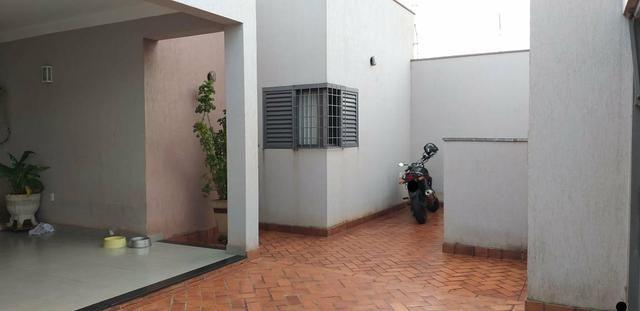 Vende se ou trocar está casa no Jardim botânico em Sertãozinho sp - Foto 4