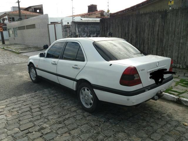 Vendo uma Mercedes c180 sedã ano 1996 - Foto 8