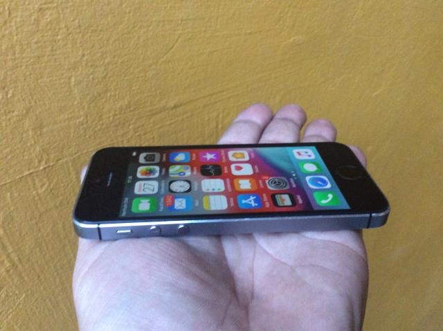 IPhone 5 s 16gb + capa a prova d?água e queda