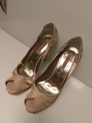 Vendo sapato de festa semi novo número 36