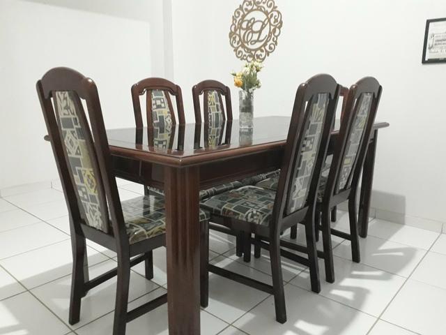 Mesa e cadeiras em madeira maciça - Foto 5