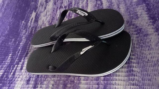Chinelos e sandálias  - Foto 3