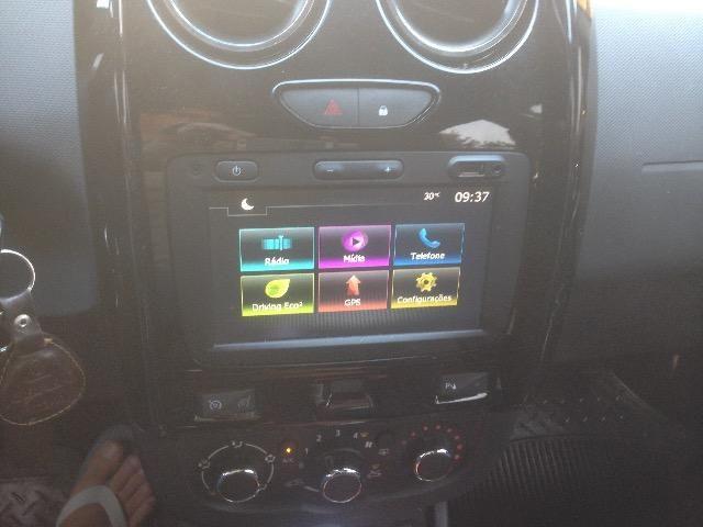 Hilux troca Renault oroch automática - Foto 6