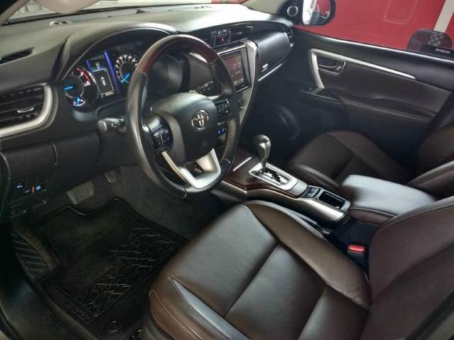Toyota Hilux SW4 SW4 SRX 2.8 4X4 DIESEL 5 LUGARES 2017 - Foto 3
